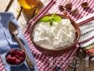 Рецепта Цедено кисело мляко с мед и орехи за десерт
